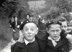 Scouts and guides in Bresles (1950) / A 16 mm film shot by Louis Loiseleux (Collection Archipop)